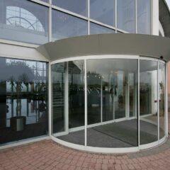 Puerta peatonal semicircular