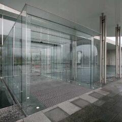 Puerta corredera peatonal automática de cristal